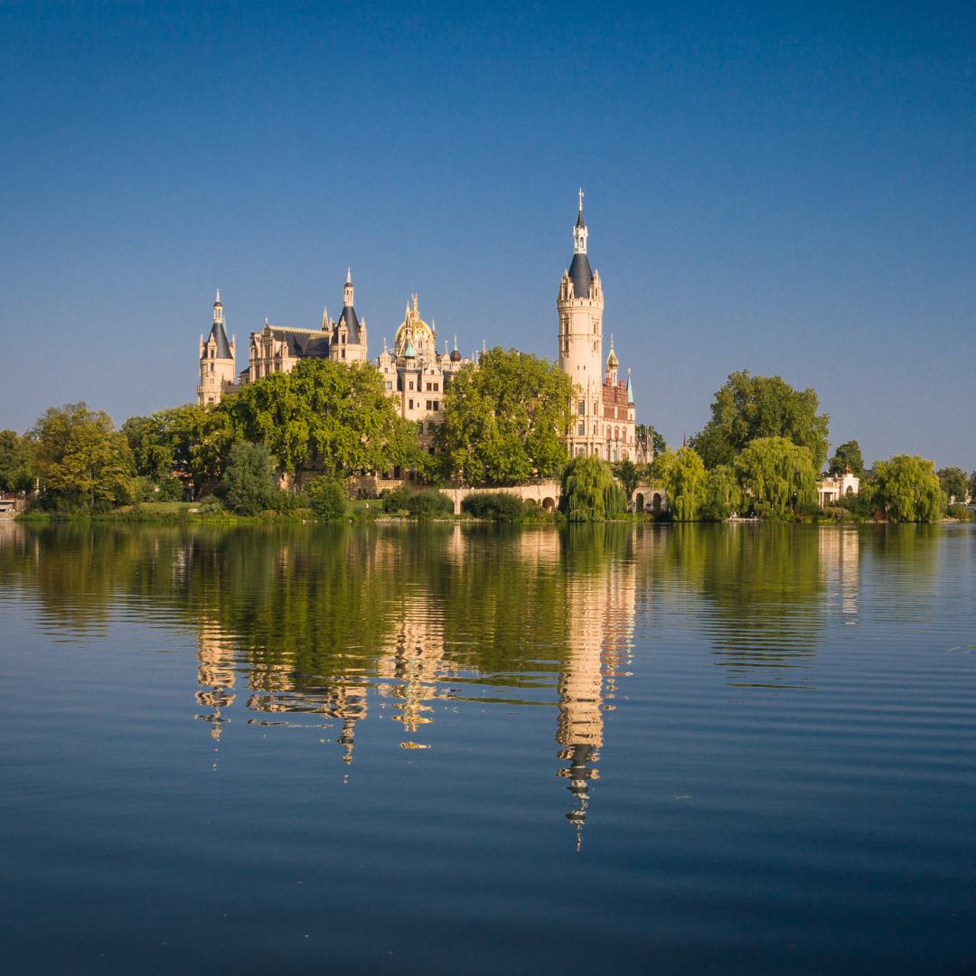 Schweriner Schloss - Urlaub Hausboot Mecklenburg